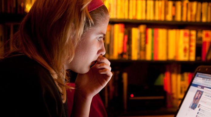 Imagem de: Jovens que acessam a internet em excesso podem sofrer com sua saúde mental