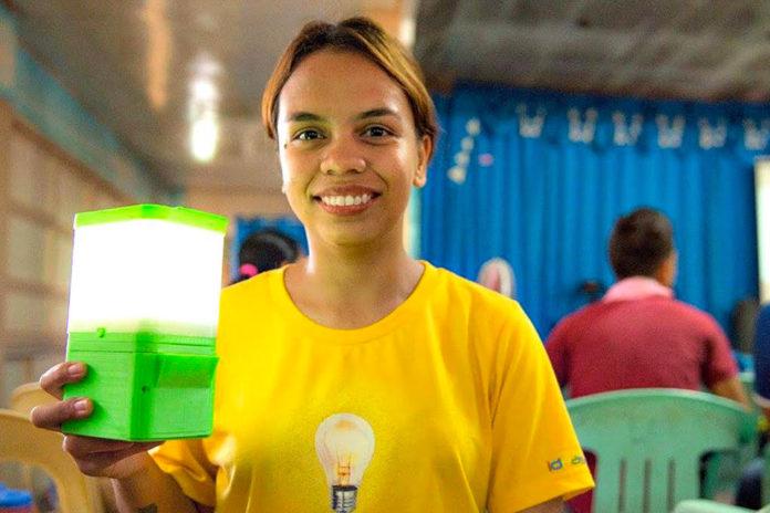 Imagem de: SALt: lâmpada revolucionária funciona só com água do mar