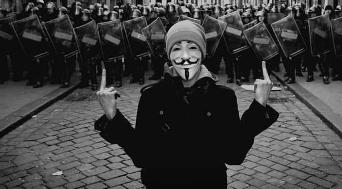 Imagem de: Anonymous invade e apaga multas de motoristas em sistema da CET italiana