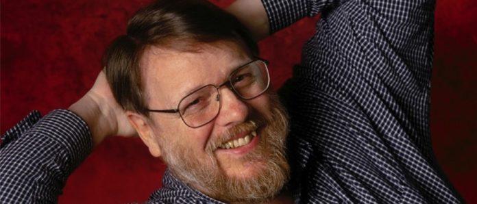 Imagem de: Raymond Tomlinson, o criador do email, falece aos 74 anos