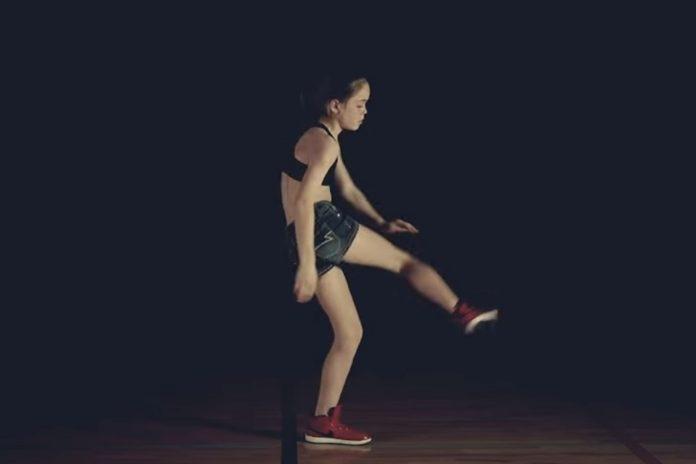 Imagem de: Garota de 12 anos se torna mestre em Dubstep Dance com tutoriais do YouTube
