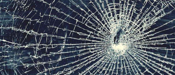 Imagem de: Tela do smartphone quebrada: veja a solução encontrada por estas 10 pessoas