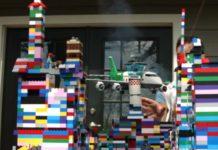 Imagem de: Slow Mo Guys gravam avião destruindo uma cidade de LEGO [vídeo]