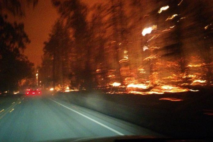 Imagem de: Só faltou o Tinhoso: veja como é dirigir no meio de um incêndio [vídeo]