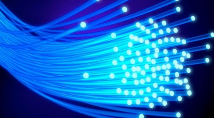Imagem de: Temos um novo recorde: britânicos criam rede de 1.125 terabits por segundo