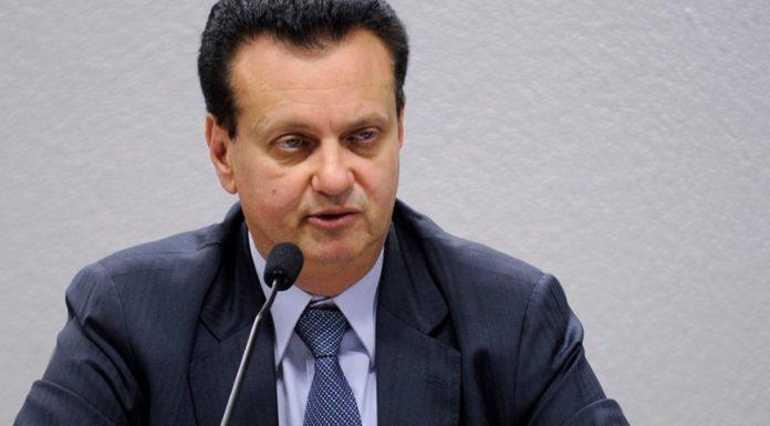 Imagem de: Ministro diz que não vê motivos para taxar Netflix, WhatsApp e outros OTTs