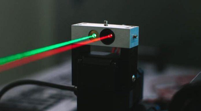 Imagem de: Facebook descobre forma de usar lasers para acelerar conexões wireless