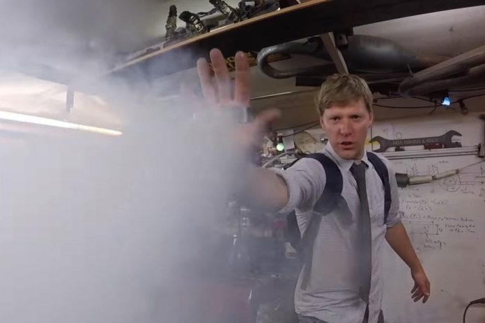 Imagem de: Youtuber maluco 'vira Homem de Gelo' com sua invenção