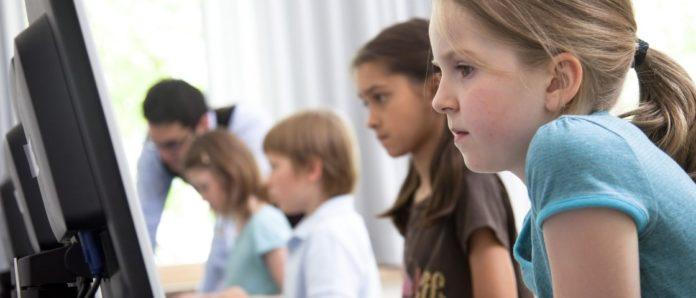 Imagem de: No Reino Unido, crianças não sabem diferenciar anúncios em buscas no Google
