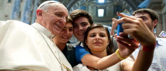 Imagem de: 'Não dá para fazer download de felicidade', diz papa Francisco