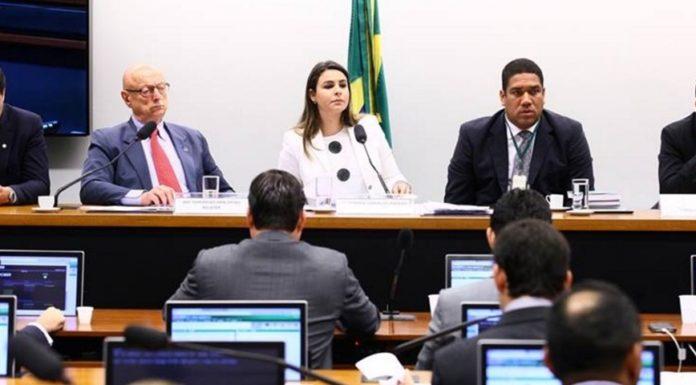 Imagem de: 10 falas absurdas de políticos brasileiros sobre a internet