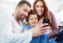 Imagem de: Mais da metade dos pais no Brasil alertam filhos sobre perigos na internet