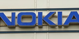 """Imagem de: Foto vazada mostra celular básico da """"Nokia"""" com teclado numérico e Android"""