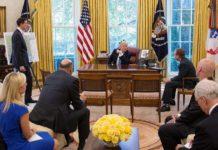 Imagem de: Casa Branca pode proibir os seus funcionários de usarem celular no trabalho