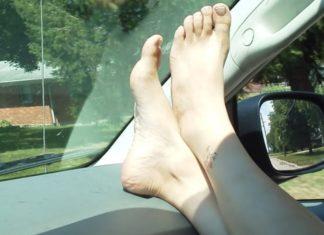 Imagem de: Você não vai mais andar de carro com os pés no painel após ler este caso