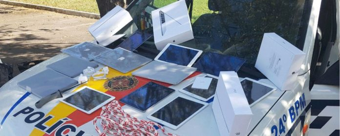 Imagem de: Adolescentes roubam R$ 300 mil em produtos da Apple em Brasília