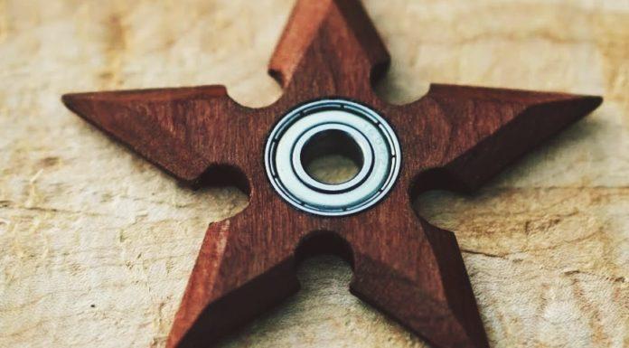 Imagem de: Estrela ninja ou do Diabo? Fidget spinner de Satã é banido em voos nos EUA