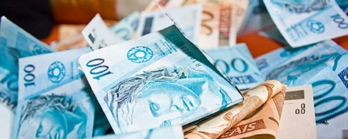 Imagem de: Brasileiro acorda com R$ 135 bilhões na conta por causa de erro bancário